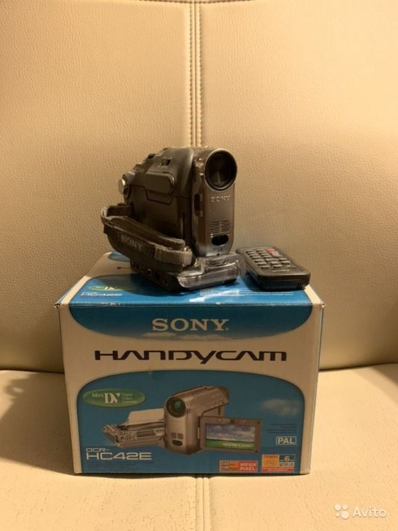 Sony Handycam DCR-HC42E with docking station remote control